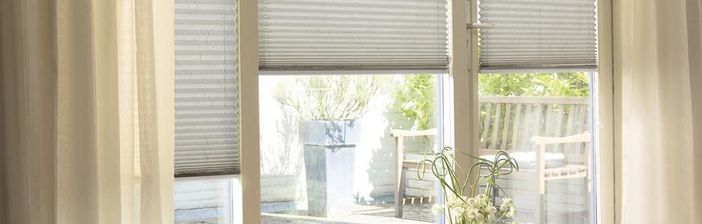 Wohnzimmer Sonnenschutz Plissee blickdicht weiß