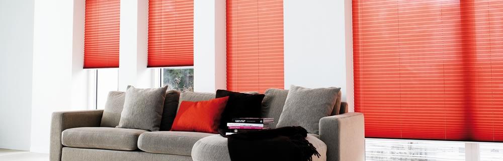 Wohnzimmer Plissee maßgefertigt rot