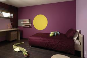 Wohnraum Wandfarbe Akzent violett lila